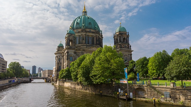 Berlin Highlights Full Day Walking Tour