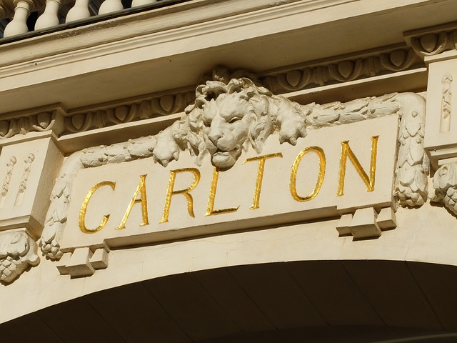 Cannes Walking Tour: a step in the city of Cinema
