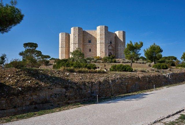 Castel del Monte and Bari History Tour