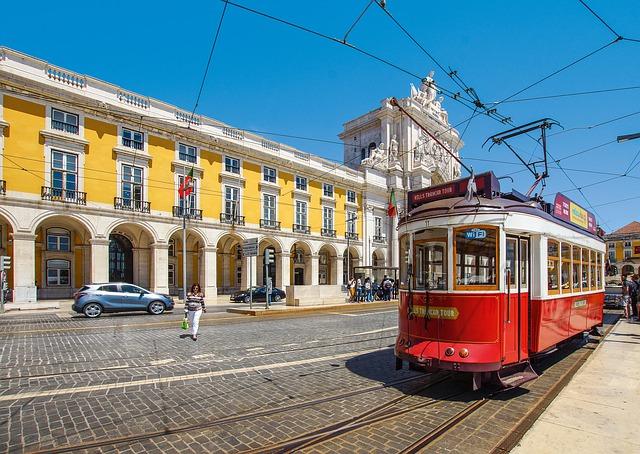 Lisbon Most Iconic Spots Half-Day Tour