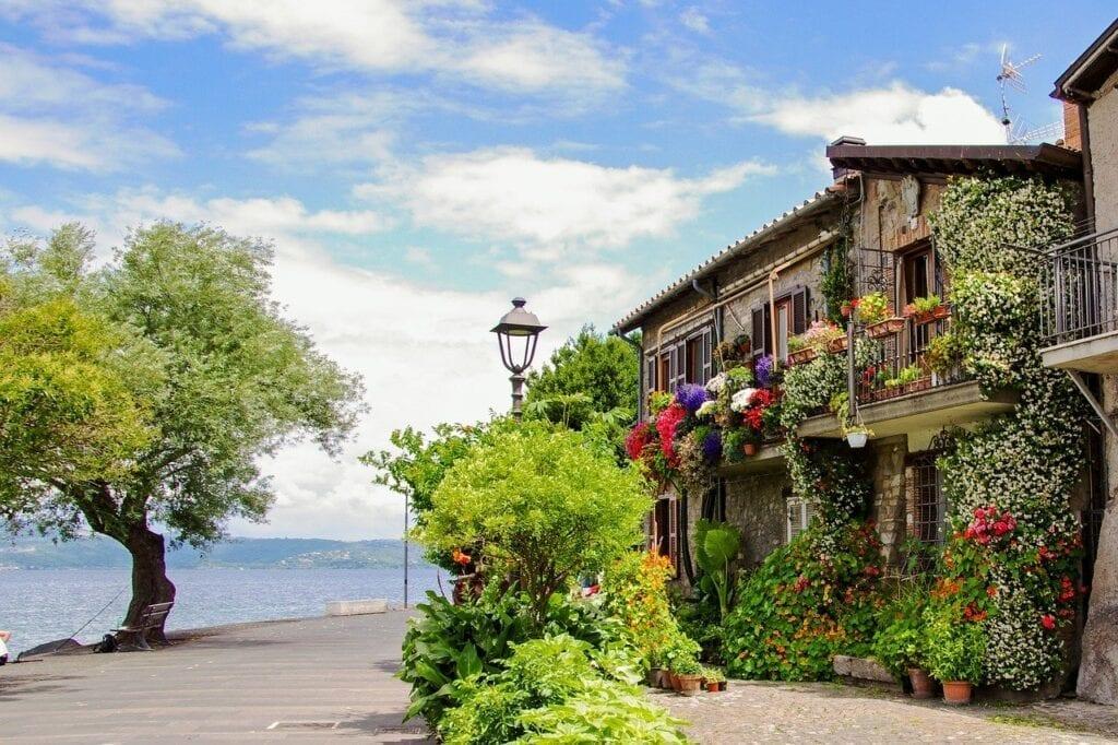 Calcata & Bracciano Day Trip